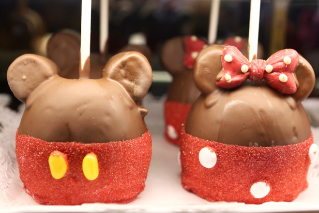 Mickey and Minnie Candied Apple Treats are the perfect Easter pick-me-up at Disney Parks.
