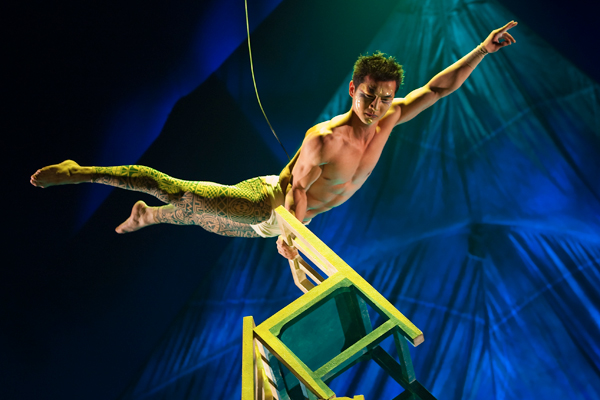 Kooza by Cirque du Soleil wows with The Chinese Chair act.